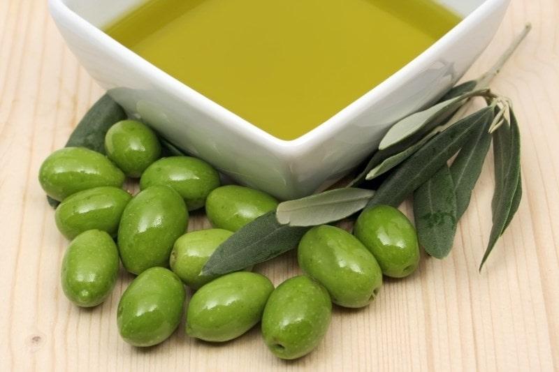 olivkovoe-maslo-mozhno-ispolzovat-v-domashnih-kremah-min